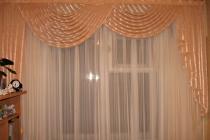 Оформление комнатного окна ламбрекеном