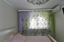 Легкий и воздушных комплект штор в спальню из тюлевого материала с добавлением прихватов