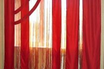 Оригинальное оформление комнатного окна